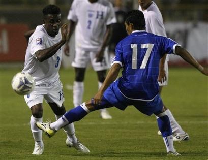 Rumbo a La Copa Mundo 2010: El Salvador 0 Honduras 1. CM10-H-ES0H1-Castillo1