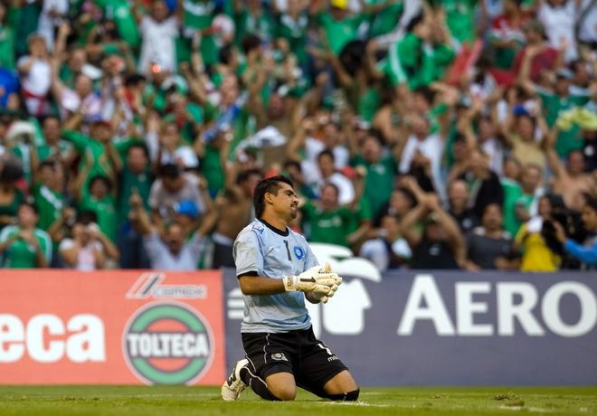 Rumbo a la Copa Mundo 2010: El Salvador 1 Mexico 4. CM10-H-ES1M4-Montes1