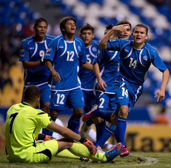 Premundial de CONCACAF: Eliminatorias Copa Mundo Turquia 2013: El Salvador 2 Curazao 1. U20-2013-ES2CU1-Mejia2